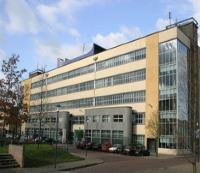 De hoofdlocatie is gevestigd in de Seinstraat 22 te Hilversum